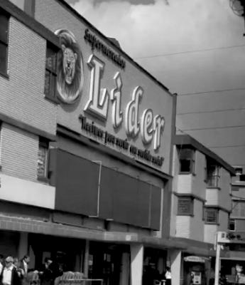 imagen_fachada_supermercado_lider_blanco_negro